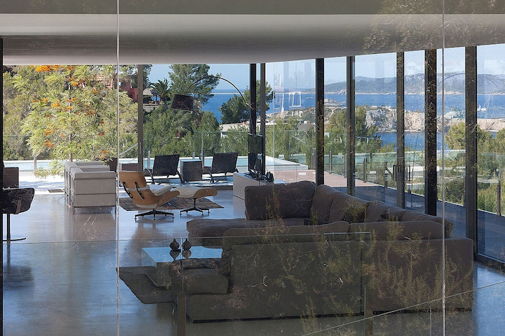 Casa transparente con muebles de Dekodirect