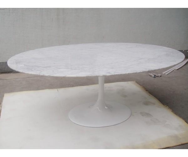 Mesa comedor Tulip de Saarinen, tapa ovalada en mármol
